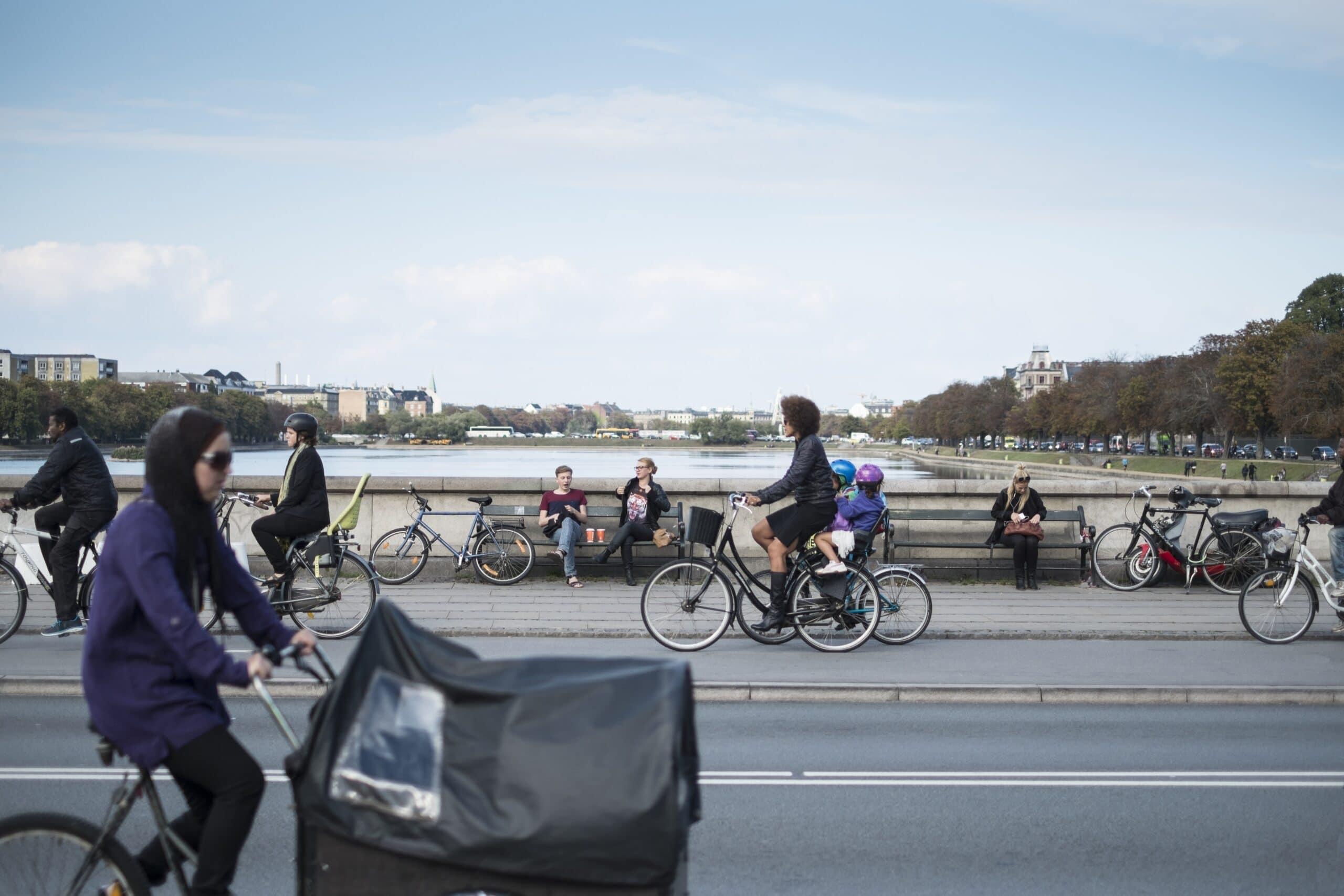 Cycling along the lakes: Nicolai Perjesi